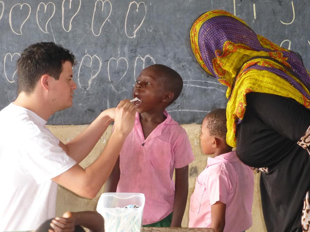 Tandartspraktijk Groot Zandveld in Kenia